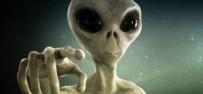 alieno che indica